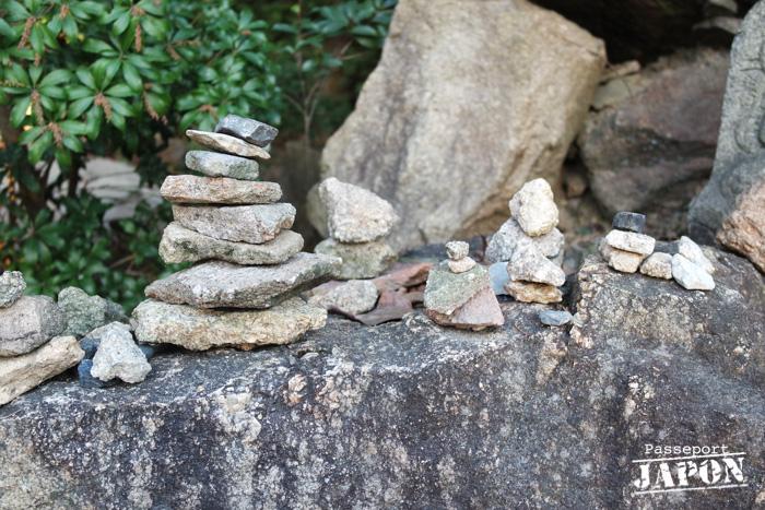 Pierres empilées sur le mont Misen, Miyajima, Hiroshima-ken