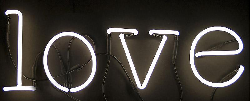 scritta luminosa al neon LOVE by Seletti