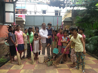 DR. AMIT UPADHYAY OF HORIZON OUTSOURCE SOLUTIONS CAMPAIGNS FOR SWACCH BHARAT ABHIYAAN WITH ORPHANED GIRL CHILDREN IN MUMBAI