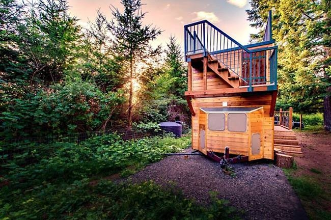 11-Steps-to-Roof-Deck-Backcountry-Tiny-Homes-Basecamp-Tiny-House-on-Wheels-with-Rooftop-Balcony-www-designstack-co