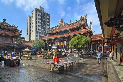 วัดหลงซาน (Longshan Temple) @ thingstodo.viator.com