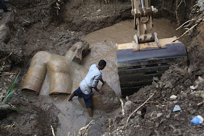 Το άγαλμα του Ραμσή και ο Απόλλων της Δήλου