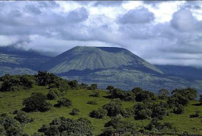 Daftar Gunung Tertinggi di Indonesia Beserta Ketinggiannya 12+ Daftar Gunung Tertinggi di Indonesia Beserta Ketinggiannya