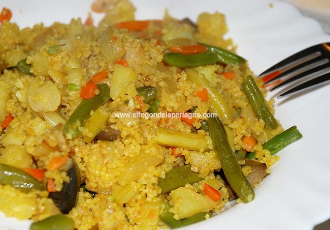 Cous cous (cuscús) con verduras al curry