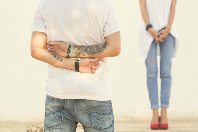 novio tatoo y novia preboda