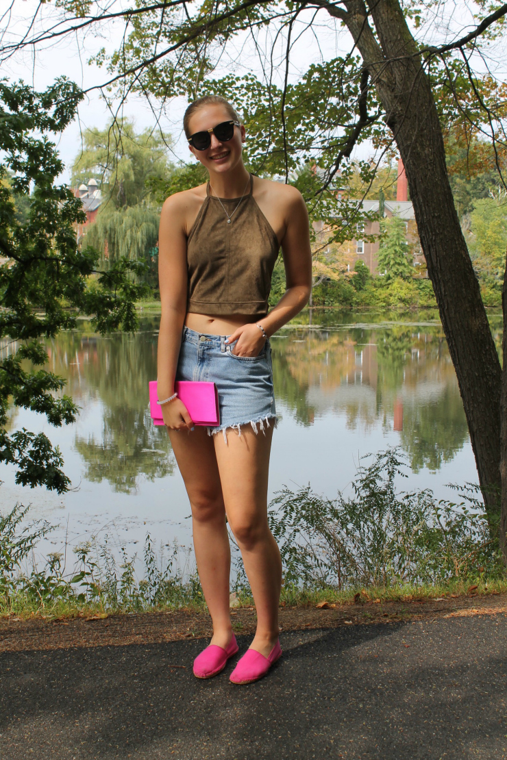 Suede halter crop top, denim shorts and clutch for a cute party ootn