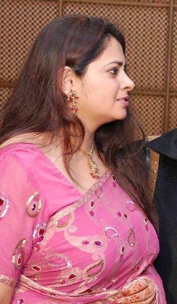 Mallu Aunties Photos: Hot Aunties Saree Photos