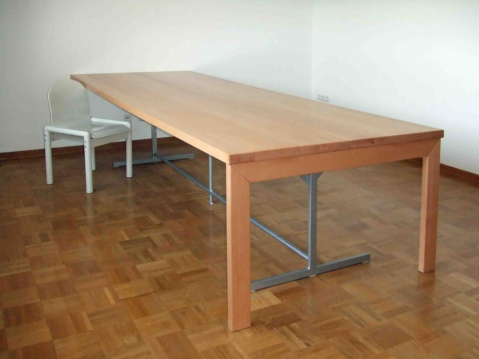 ein tisch ist ein tisch ist ein tisch. Black Bedroom Furniture Sets. Home Design Ideas