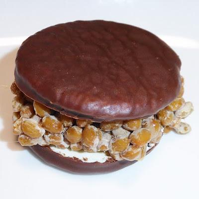 納豆にロッテのチョコパイ