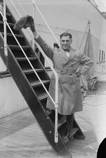 Schipa waves farewell from the steps of an American ship en route to New York