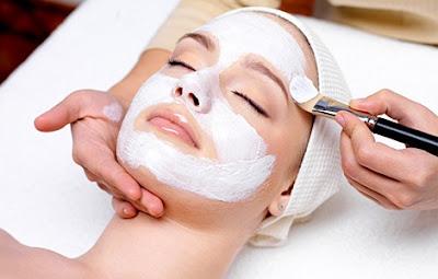 Ghar par aise banaye natural bleach aur paaye gori (fair) skin. Natural bleaching tips in Hindi/Urdu.