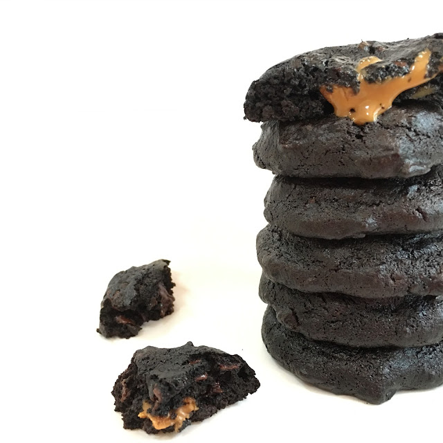 Healthy dark chocolate avocado cookies that are filled with melty speculoos