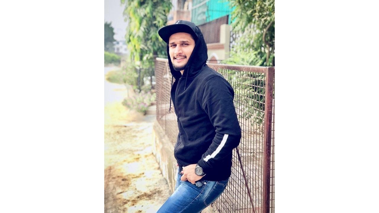 Hunny Sharma Wiki, Age, Bio, Girlfriend, Income & More