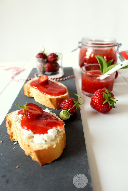 wonderful pieces erdbeer rhabarber marmelade mit frischekick. Black Bedroom Furniture Sets. Home Design Ideas
