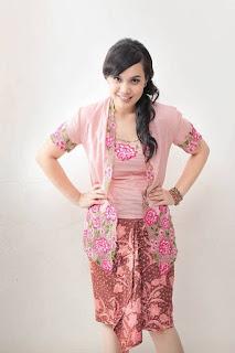 Kebaya Rok Pendek Pink