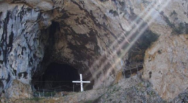 Τα μυστηριώδη σπήλαια του Αγίου Όρους (vid)