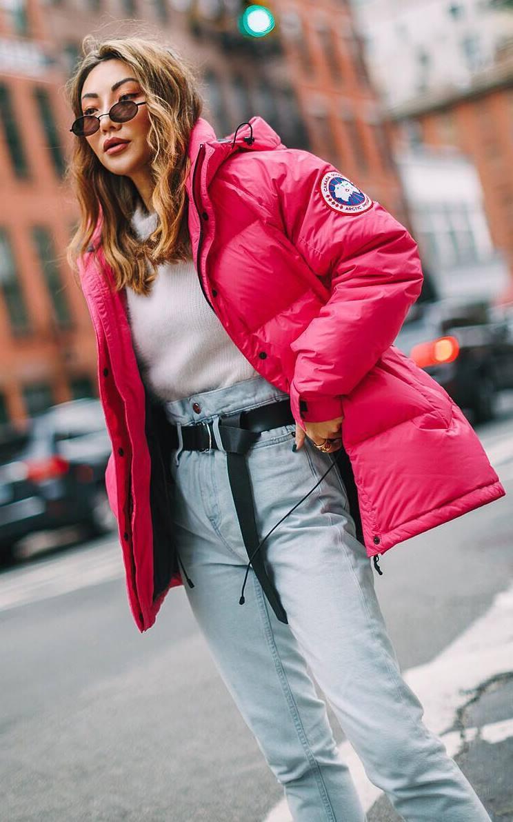 winter outfit idea / pink parka + white top + boyfriend jeans
