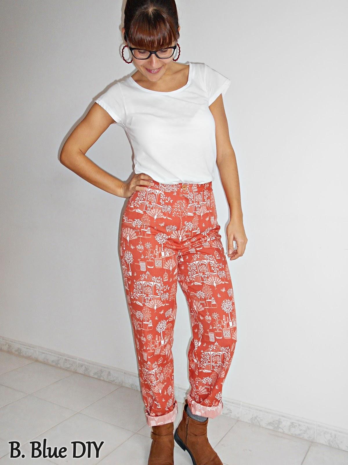 Pantalón discreto con patrón base
