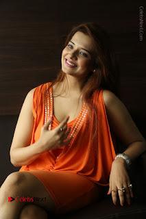 Actress Saloni Aswani Pos in Short Dress at Meelo Evaru Koteeswarudu Movie Interview  0205.JPG