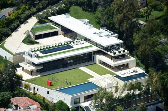 (Photos) Jay Z and Beyonce reportedly buying a N120m mansion in Beverly Hills