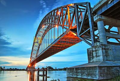 http://www.wisatakalimantan.com/2016/07/pesona-jembatan-rumpiang-marabahan-kalimantan-selatan.html