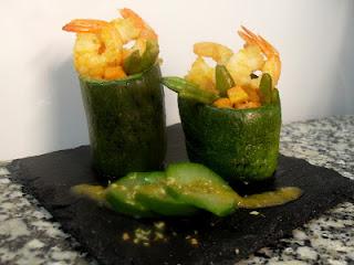 Calabacines rellenos de verduras y langostinos.