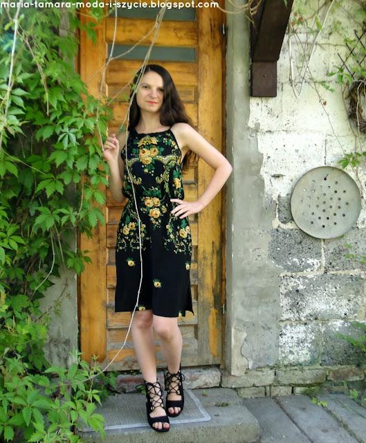 Wiązana letnia sukienka