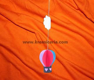 Hiasan gantung balon udara dari kertas