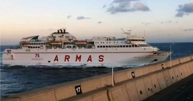 Heridos en accidente ferry de armas muelle las las palmas for Oficina de armas las palmas