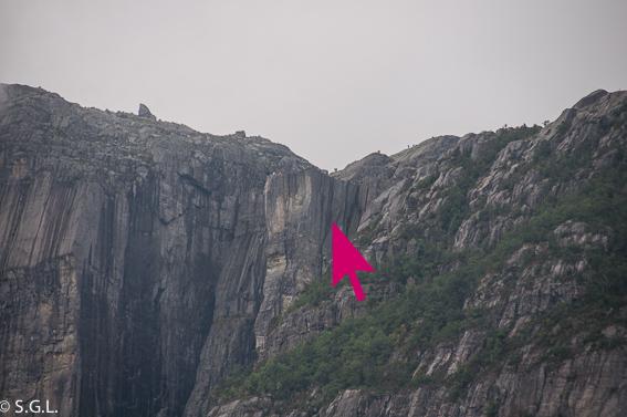 Fotografia del Preikestolen desde el fiordo Lysefjord en Noruega