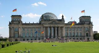 قانون اللجوء في المانيا بعد تصويت البرلمان عليه  2015