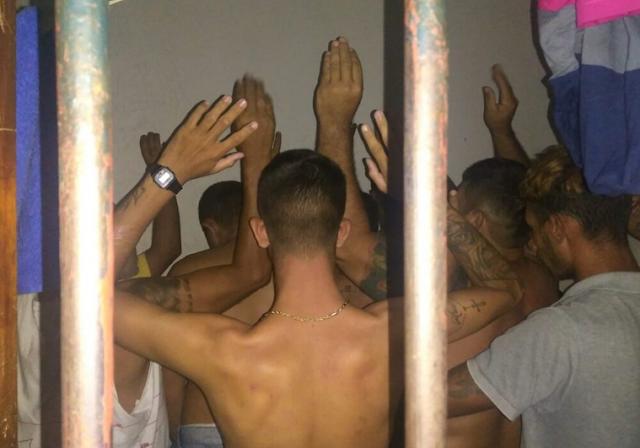 Delegacia de Delmiro Gouveia está superlotada com 11 presos em uma cela, afirma Sindpol