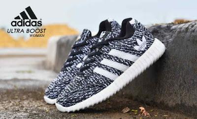 Sepatu Adidas Ultra Boost Women Black line