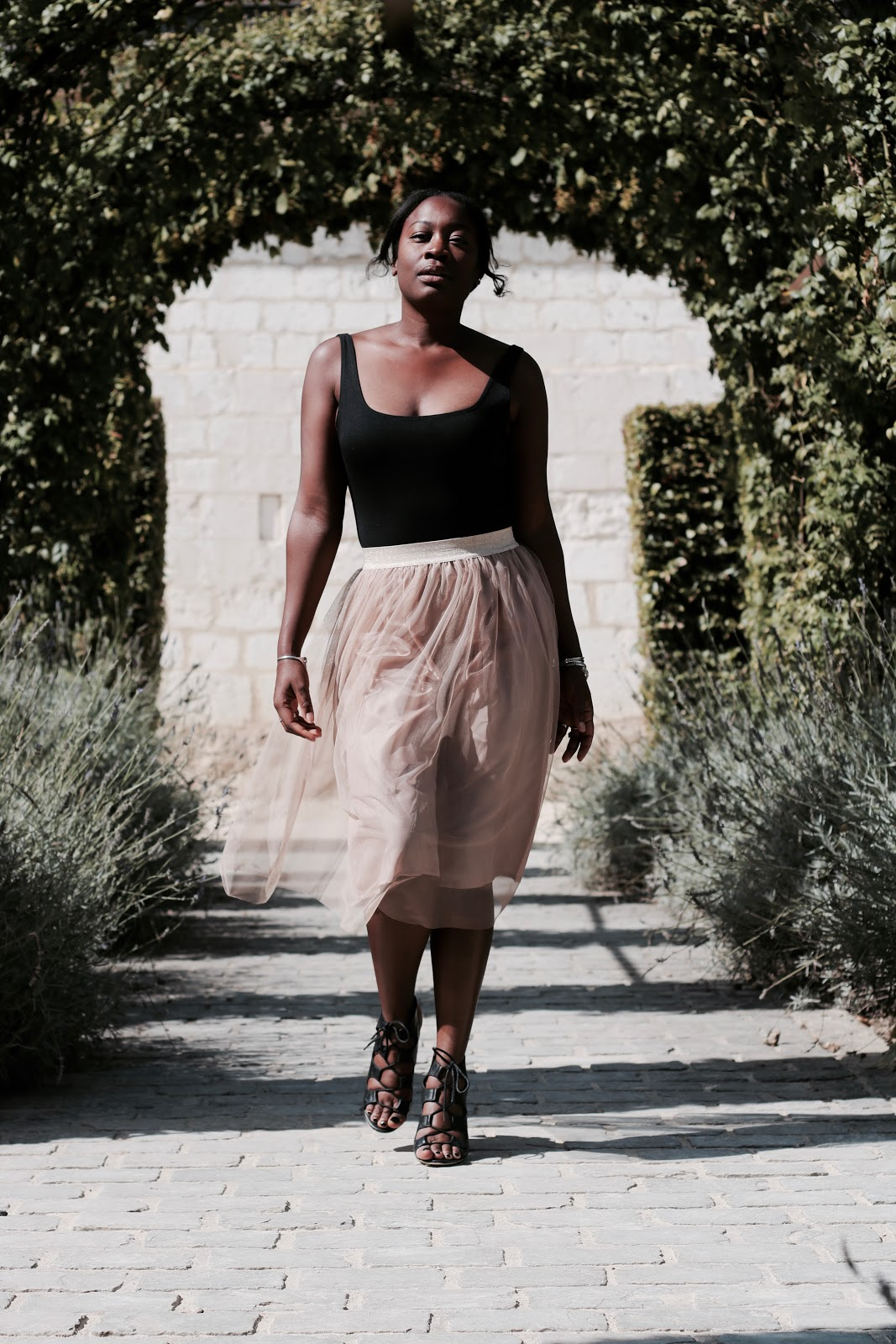 tulle-skirt-black-fashion-blogger
