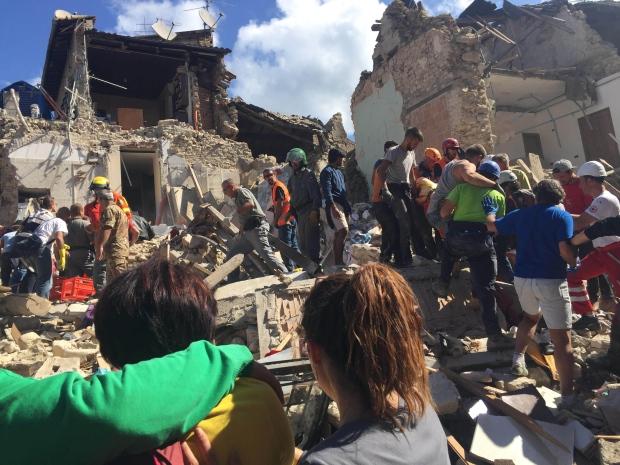 زلزال يضرب وسط ايطاليا، 38 قتيلا على الأقل