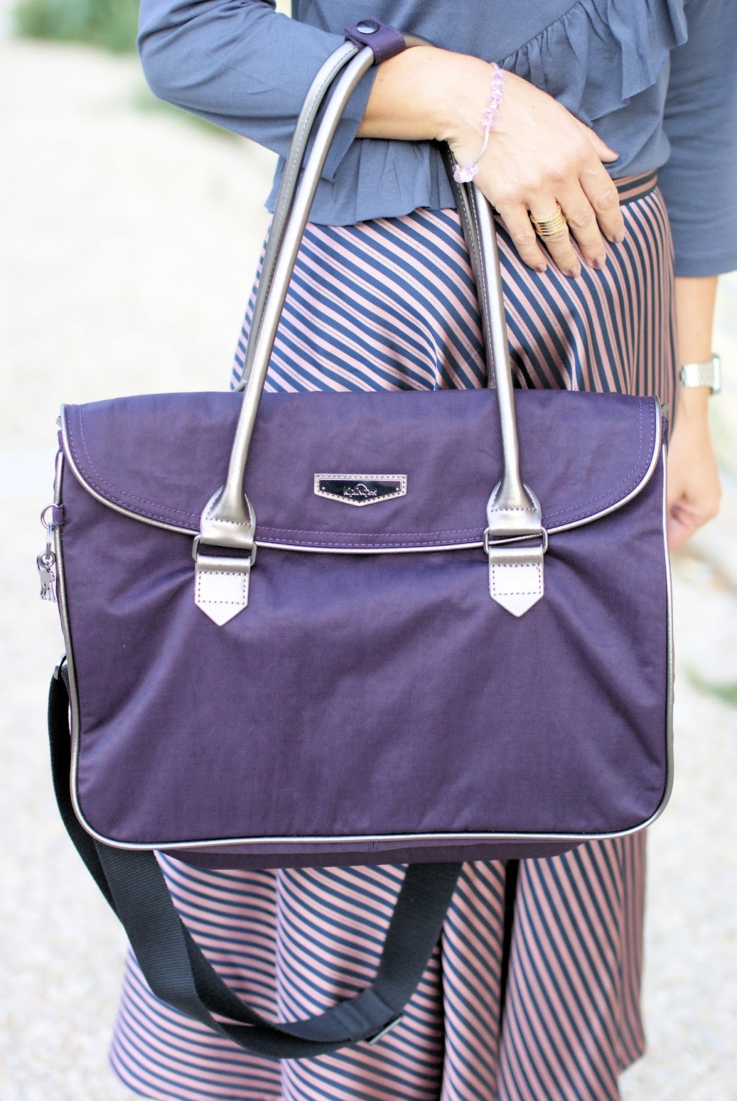 Superwork bag by Kipling in deep velvet on Fashion and Cookies fashion blog, fashion blogger