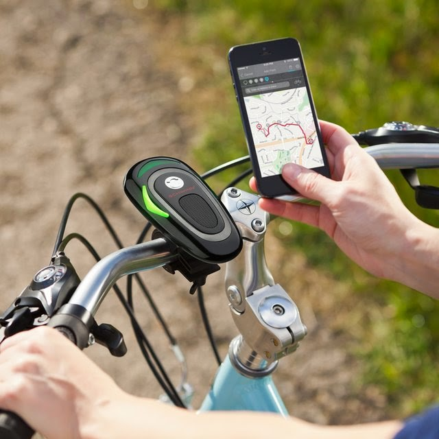 Clever Gadgets To Make Your Smartphone Even Smarter - Schwinn CycleNav Bike Navigation