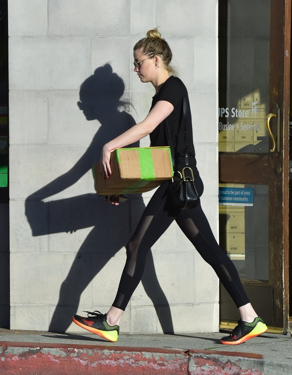 Amber Heard street style no make up training