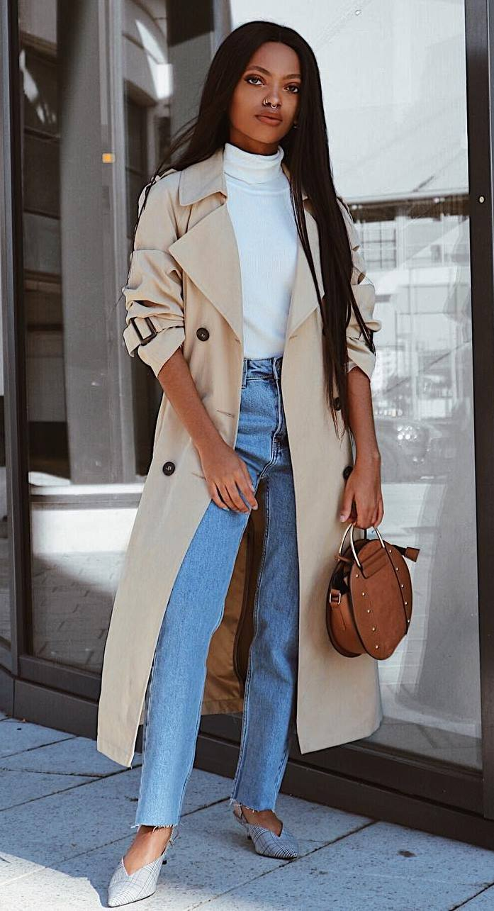awesome outfit to copy this season : white top + beige trench coat + jeans + round bag + heels