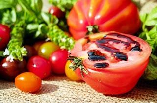menghilangkan-mata-panda-dengan-tomat