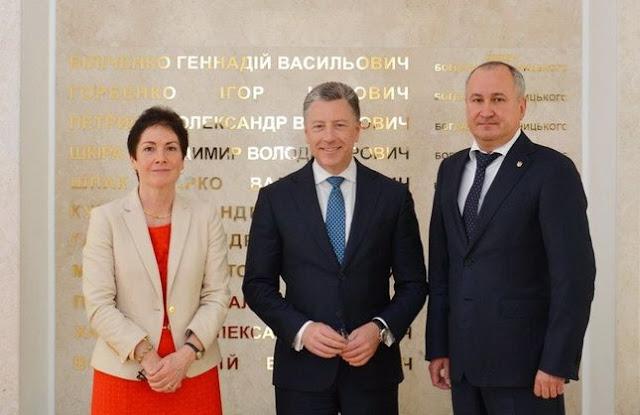 СБУ передала Волкеру докази причетності кадрових військових Росії до обстрілів Маріуполя та Волновахи