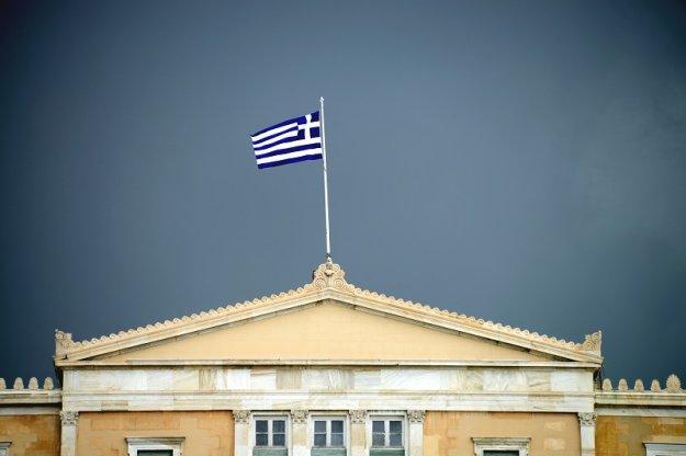 Stratfor: Μαζεύονται σύννεφα στον ορίζοντα για την Ελλάδα