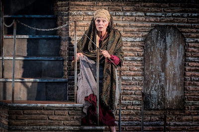Mascagni: Isabeau - Fiona Kimm - Opera Holland Park (Photo Robert Workman)