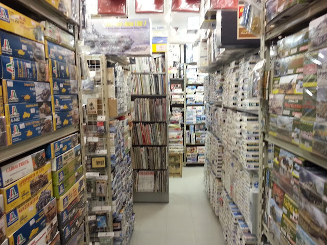 Scale model shops in Akihabara - Leonardo LG secondhand plastic model kits