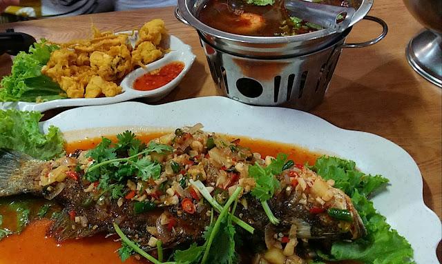 Dinner Ikan Siakap 3 Rasa, Sotong Goreng Tepung Dan Tomyam Campur