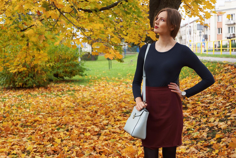 granatowa bluzka burgundowa spodnica