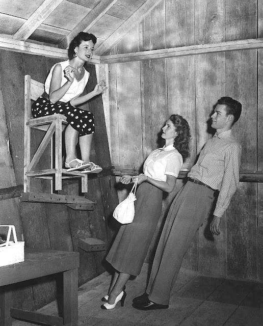an early 1950s slanted house illusion photograph