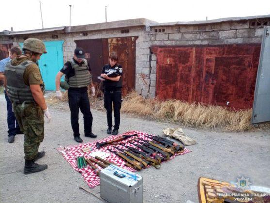 У Маріуполі знайшли великий схрон зі зброєю імовірно з Криму