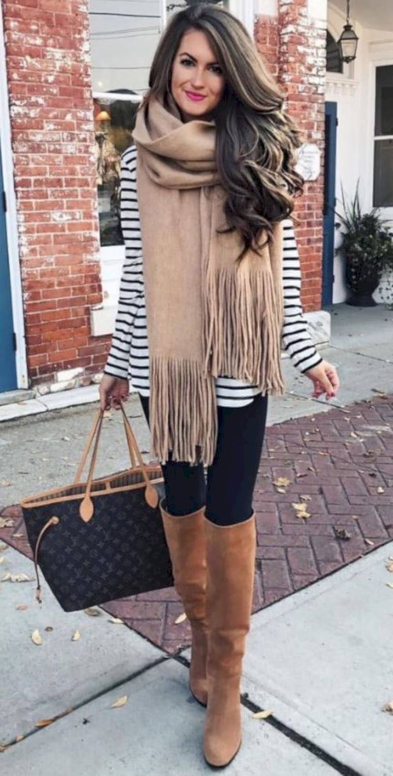 Cute Outfit With Black Leggings To Copy