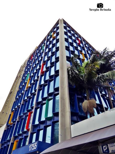 Perspectiva inferior da fachada do Edifício Royal Street - Jardim Paulistano - São Paulo